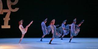 La compañía ANANDA DANSA presenta PINOXXIo en Los Teatros del Canal de Madrid.